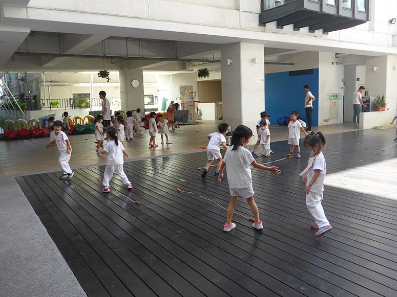 運用跳繩做不同運動